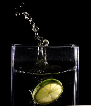 Splashing lemon - Free Stock Photo