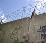 Free Photo - Barbed wire wall