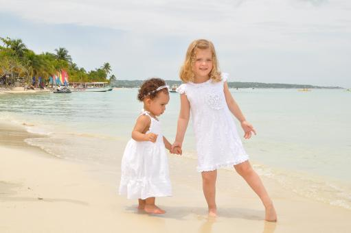 Young girls at the beach - Free Stock Photo