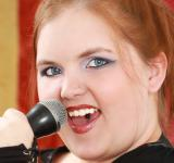 Free Photo - Woman singing