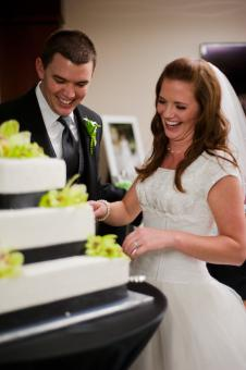 Cutting the wedding cake - Free Stock Photo