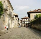 Free Photo - Street with traditional rustic houses
