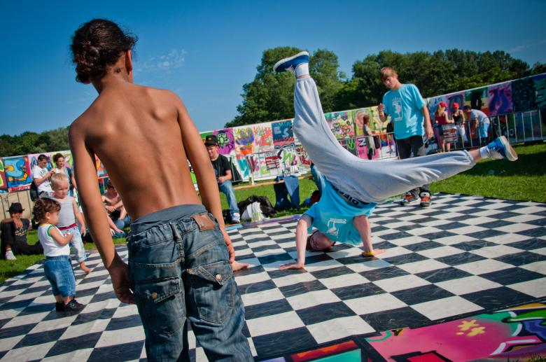 Children breakdancing - Free Urban Stock Photos