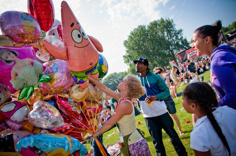 Family Photography - Buying balloons at festival By Merelize