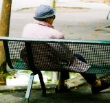 Free Photo - Old woman sitting on bench