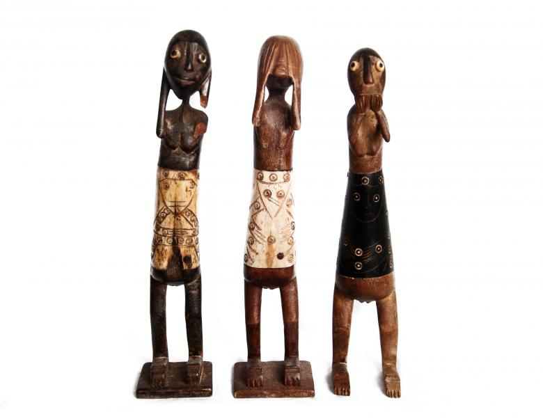 wooden statues Free Photo
