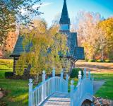 Free Photo - Autumn chapel  across the bridge