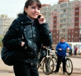 Free Photo - woman talking on the phone