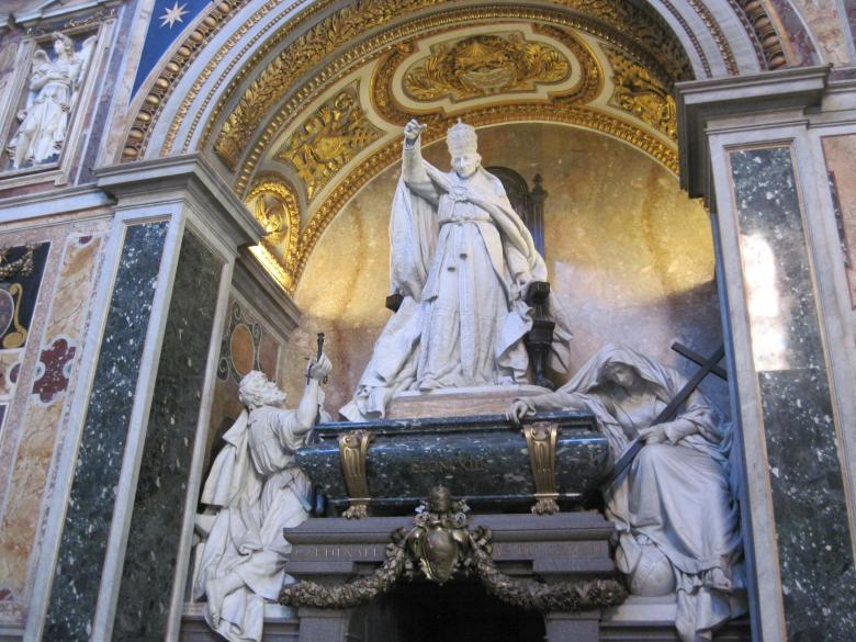 Pope statue inside the St.Peters Basilica Free Photo