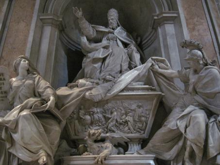 Sculptures in the St. Peter's basil - Free Stock Photo