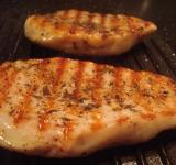 Free Photo - Grilled chicken filet