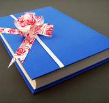 Free Photo - Blue book with bow
