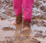 Free Photo - Muddy feet