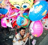 Free Photo - Asian man selling balloons in the street