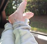 Free Photo - Feet Out The Car Window
