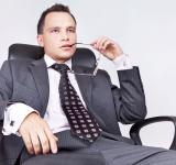Free Photo - Young Businessman thinks