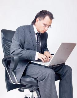Businessman using laptop Free Photo