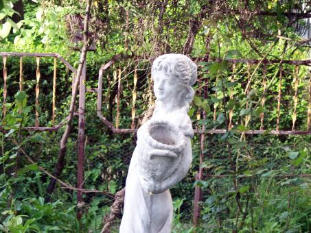 A statue in a garden - Free Stock Photo