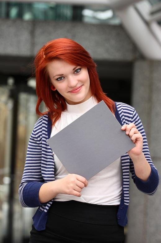 Young woman holding a blank card Free Photo