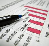 Free Photo - Closeup of tax graph and pen