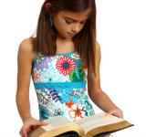 Free Photo - A pretty young girl reading a book