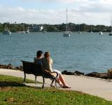 Free Photo - A couple sitting on a bench