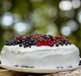 Free Photo - Fresh berry cake