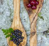 Free Photo - Cherries and blueberries in wooden spoon