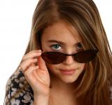 Free Photo - Young girl posing with sunglasses