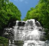 Free Photo - A large waterfall over rocks