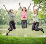 Free Photo - Jumping girls