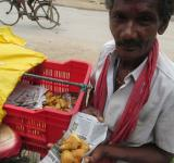 Free Photo - Roadside samosa seller