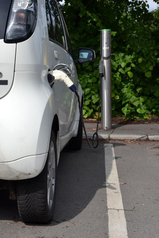 Charging Mitsubishi - Free Environmental Stock Photos
