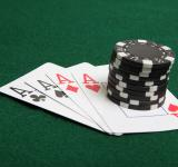 Free Photo - Stack of black poker chips on four aces.