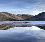 Free Photo - Winter lake reflection