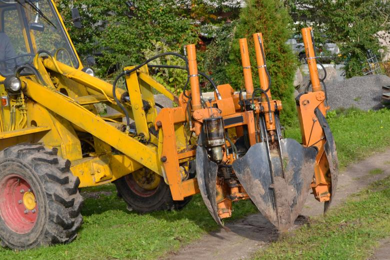 Tree transplant machinery Free Photo