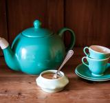 Free Photo - Set turquoise cups, sugar and teapot