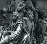 Free Photo - bronze monument close-up