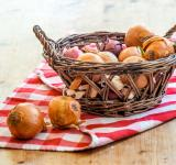 Free Photo - onions in basket