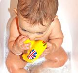 Free Photo - Baby bath with yellow duck toy