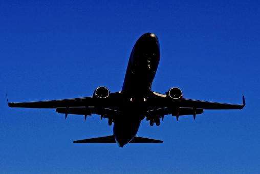 Jetliner landing - Free Stock Photo