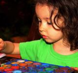 Free Photo - Child painting with aquarel