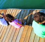 Free Photo - Kids talking on the pier