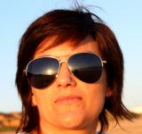 Free Photo - Portrait of a woman with sunglasses