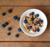 Free Photo - Yogurt with granola and blueberries