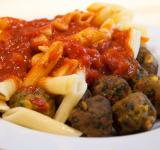 Free Photo - pasta with meatballs and tomato sauce