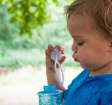Free Photo - Boy child blowing bubbles