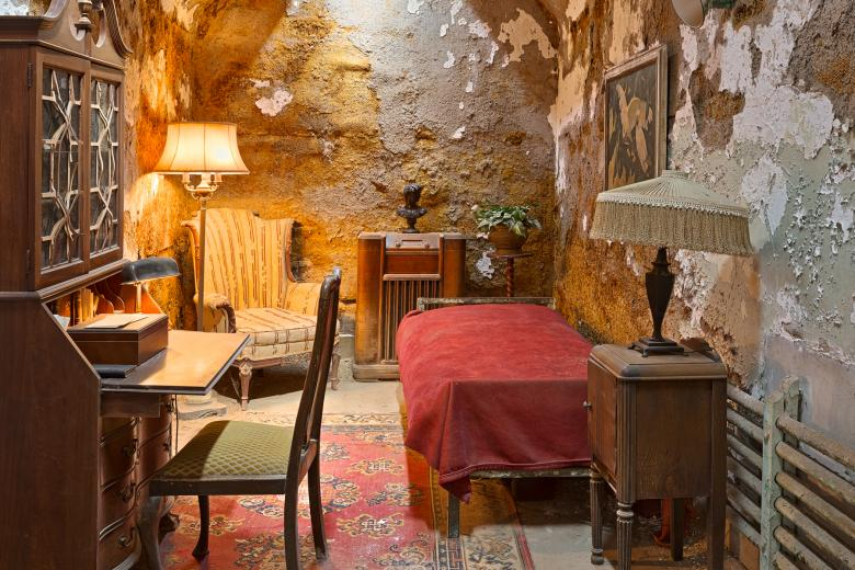 Al Capones Luxurious Prison Cell - HDR - Free Interior Stock Photos