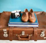 Free Photo - Vintage still life with suitcase
