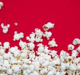 Free Photo - Popcorn spilled on red background